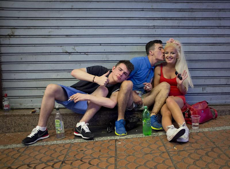 British tourists sit in Punta Ballena street, in the Magalluf zone, in Calvia on Mallorca Island late on August 1, 2014 (AFP Photo/Jaime Reina)