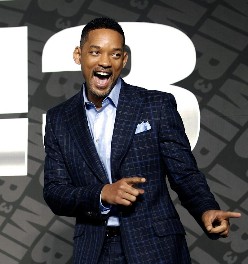 """Actor Will Smith poses upon his arrival for a press conference to promote his new movie """"Men in Black III"""" in Seoul, South Korea, Monday, May 7, 2012. (AP Photo/Lee Jin-man)"""