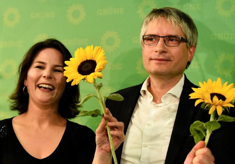 Co-leader of the Green party Annalena Baerbock and German Greens party top candidate Sven Giegold celebrated with sunflowers after the party doubled its share from the last European elections (AFP Photo/Tobias SCHWARZ                     )