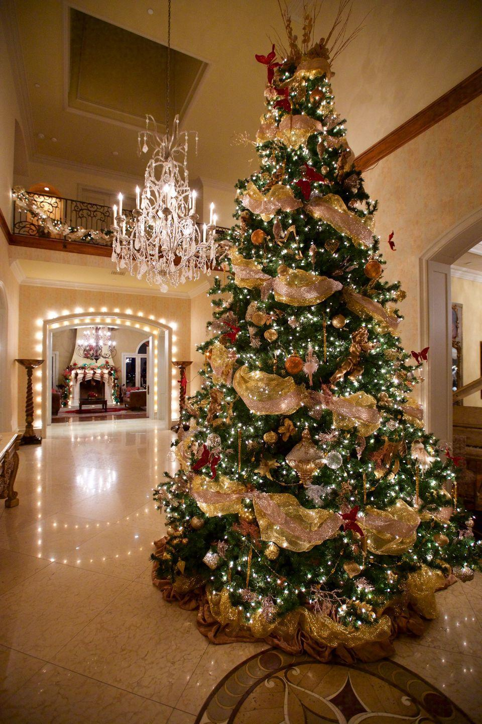 <p>A traditional holiday tree feels exceptionally elegant thanks to sweeping golden ribbons that twinkle with the lights.</p>