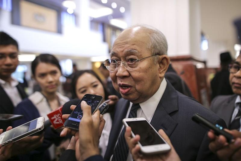 Tan Sri Tengku Razaleigh Hamzah speaks to reporters in the lobby of Parliament in Kuala Lumpur July 25, 2018. — Picture by Azneal Ishak