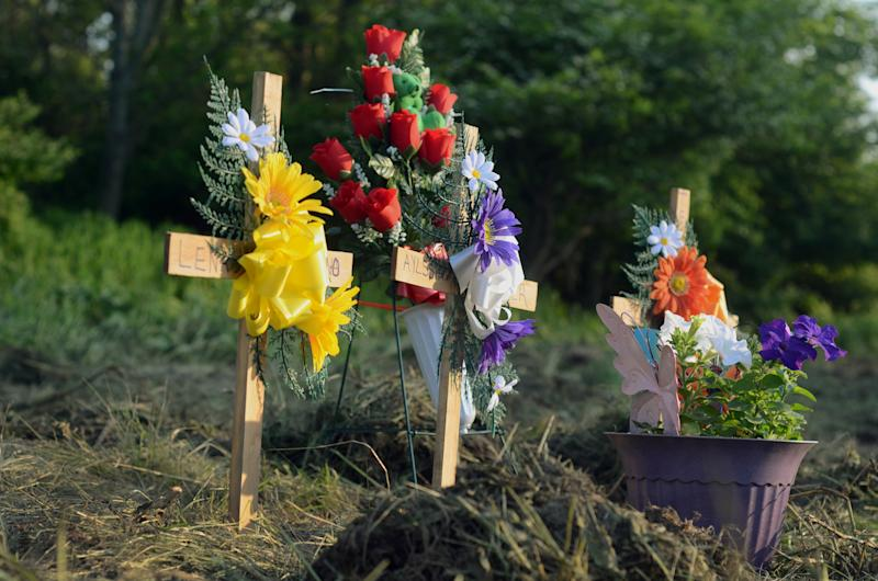 A makeshift memorial marks at the site of a fatal car crash along Route 13 in Truxton, N.Y., Thursday, May 30, 2013, that killed four children and three adults. Four children and three adults were killed when their minivan was hit by a trailer that became disconnected from it's hitch. The trailer slammed into a minivan with eight people inside. Four children under the age of 10 and three adults in their early 20s were killed. One man survived the crash. (AP Photo/Heather Ainsworth)