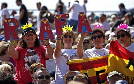 Fans cheer Rafael Nadal of Spain during his match against Andreas Seppi of Italy during the Monte Carlo Masters in Monaco April 17, 2014. REUTERS/Eric Gaillard