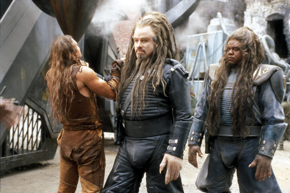 "John Travolta und Forest Whitaker in ""Battlefield Earth"". (Bild: ddp)"
