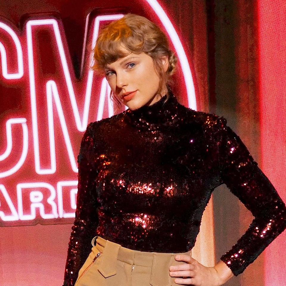 Taylor Swift Did Her Own Hair and Makeup For the ACM Awards, and She's Basically a Pro