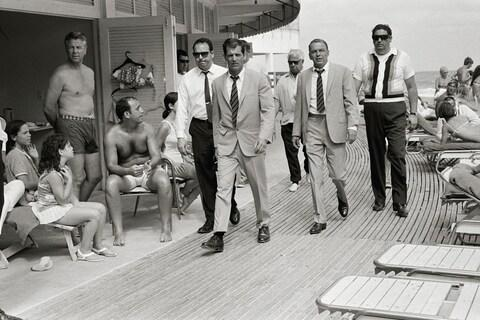 Frank Sinatra, with his minders and his stand in (who is wearing an identical outfirt to him), arriving at Miami beach while filming, 'The Lady in Cement.' Photograph taken by Terry O'Neill CBE in 1968 - Credit: Terry O'Neill / Iconic Images
