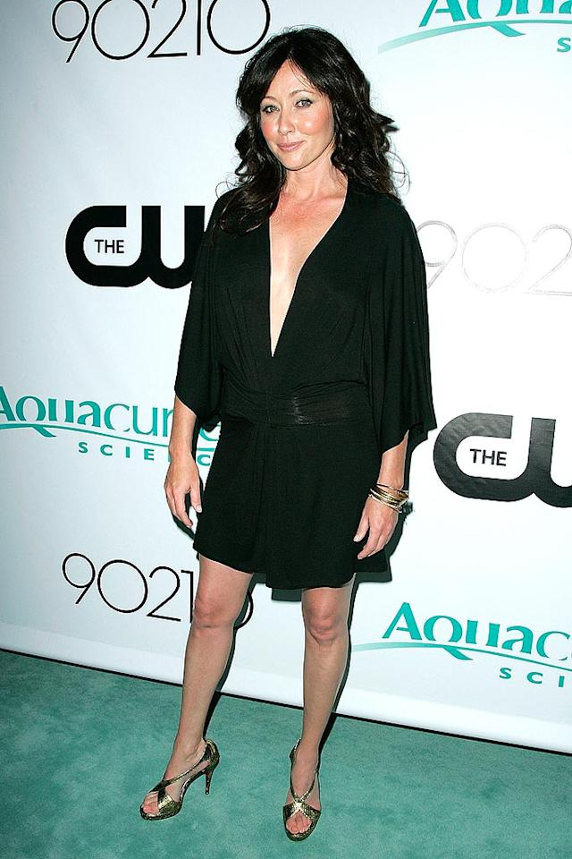 "Shannen Doherty is back in black, and Jennie Garth better run and hide because the Bev Hills baddie is ready to reclaim her zip code. Meow! Jason LaVeris/<a href=""http://www.filmmagic.com/"" target=""new"">FilmMagic.com</a> - August 23, 2008"