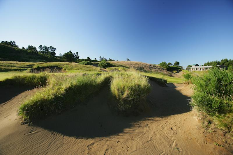BANDON, OREGON, UNITED STATES - JUNE 16: The treacherous bunker beside the green on the591 yard par 5, 18th hole on the Pacific Dunes Course, designed by Tom Doak at the Bandon Dunes Golf Resort on June 16, 2005 in Bandon, Oregon, United States. (Photo by David Cannon/Getty Images)