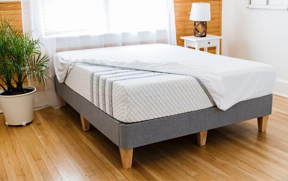 """<h2>Leesa</h2><br><strong>Sale:</strong> Up to $400 off select mattresses and get free organic sheets<br><strong>Dates:</strong> Now - January 18<br><strong>Promo Code:</strong> None<br><br><em>Shop</em> <a href=""""http://leesa.com"""" rel=""""nofollow noopener"""" target=""""_blank"""" data-ylk=""""slk:Leesa"""" class=""""link rapid-noclick-resp""""><strong><em>Leesa</em></strong></a><br><br><br><strong>Leesa</strong> Preferred Bundle, $, available at <a href=""""https://go.skimresources.com/?id=30283X879131&url=https%3A%2F%2Fwww.leesa.com%2Fproducts%2Fpreferred-bundle"""" rel=""""nofollow noopener"""" target=""""_blank"""" data-ylk=""""slk:Leesa"""" class=""""link rapid-noclick-resp"""">Leesa</a>"""