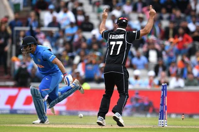 New Zealand's Colin de Grandhomme watches as India's MS Dhoni is run out (AFP Photo/Oli SCARFF)