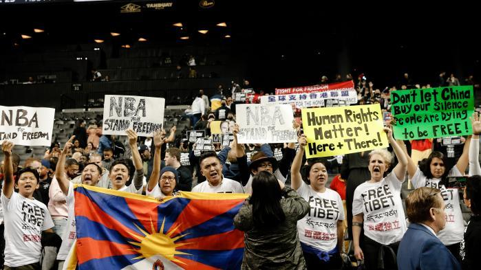 NBA : des partisans des manifestations à Hong Kong s'invitent à un match à Brooklyn