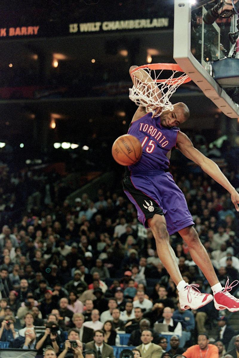 13 Feb 2000: Vince Carter #15 of the Toronto Raptors jumps to make the slam dunk during the NBA Allstar Game Slam Dunk Contest at the Oakland Coliseum in Oakland, California. Mandatory Credit: Jed Jacobsohn /Allsport