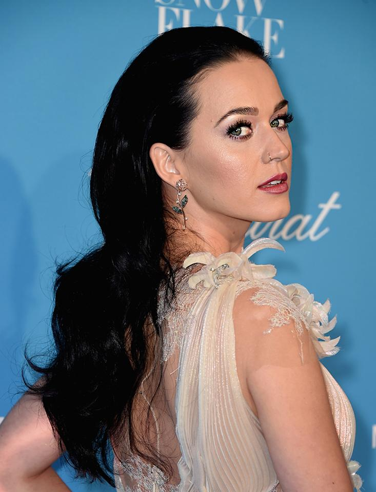 "<p>Katy Perry looked like she stepped out of a classic Disney movie at the 12th Annual UNICEF Snowflake Ball in New York City with her long, brunette waves, thick eyelashes, highlighted cheeks, and red lips. For a shimmering glow like Perry's, try <a rel=""nofollow"" href=""http://www.maccosmetics.com/product/13824/364/Products/Skincare/Moisturizers/Strobe-Cream#/shade/Silverlite"">MAC Strobe Cream</a>, $33. (Photo: Michael Loccisano/Getty Images) </p>"