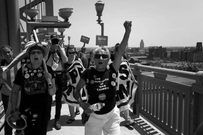 <p>Supporters of Bernie Sanders cross the Benjamin Franklin Bridge from Camden, NY at the Democratic National Convention Monday, July 25, 2016, in Philadelphia, PA.(Photo: Khue Bui for Yahoo News)</p>