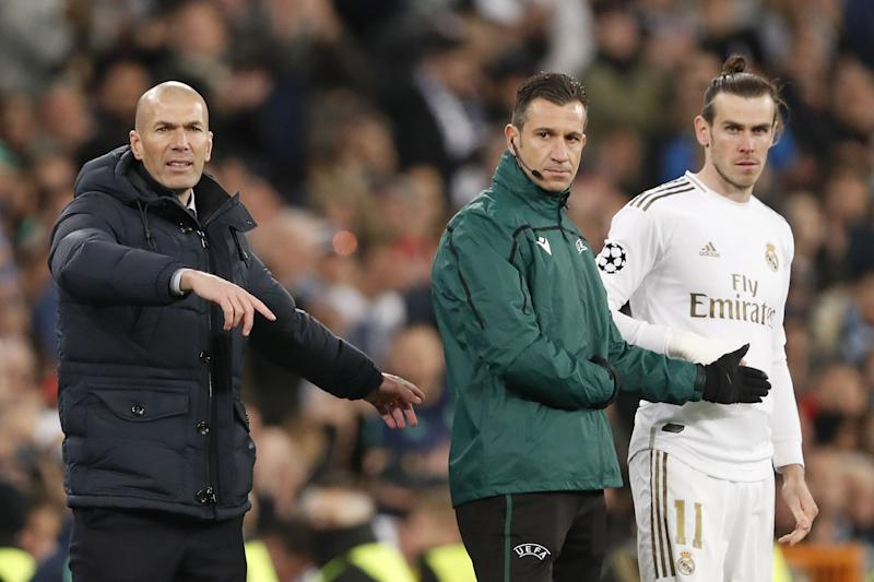 (L-R) Real Madrid coach Zinedine Zidane, Gareth Bale of Real Madrid during the UEFA Champions League round of 16 first leg match between Real Madrid and Manchester City FC at the Santiago Bernabeu stadium on February 26, 2020 in Madrid, Spain(Photo by ANP Sport via Getty Images)