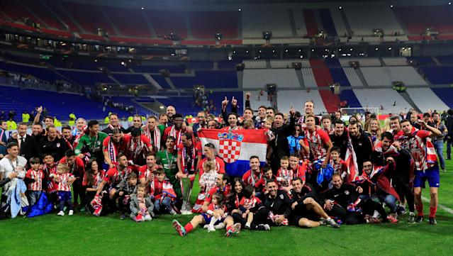 Soccer Football - Europa League Final - Olympique de Marseille vs Atletico Madrid - Groupama Stadium, Lyon, France - May 16, 2018 Atletico Madrid celebrate with the trophy after winning the Europa League REUTERS/Gonzalo Fuentes