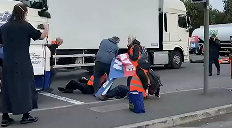 Drivers and Insulate Britain protesters clashed on the M25 this morning. (Twitter/LBC)