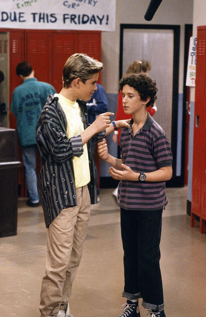 Mark-Paul Gosselaar and Dustin Diamond star in a 1989 episode of