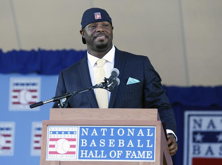 official photos f552e 91861 Ken Griffey Jr. puts cap on backward to close Hall of Fame ...