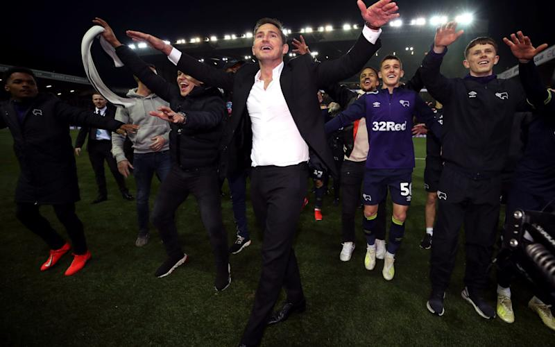 Derby County manager Frank Lampard and his team celebrate victory after the Sky Bet Championship Play-Off, Semi Final, Second Leg match at Elland Road - PA