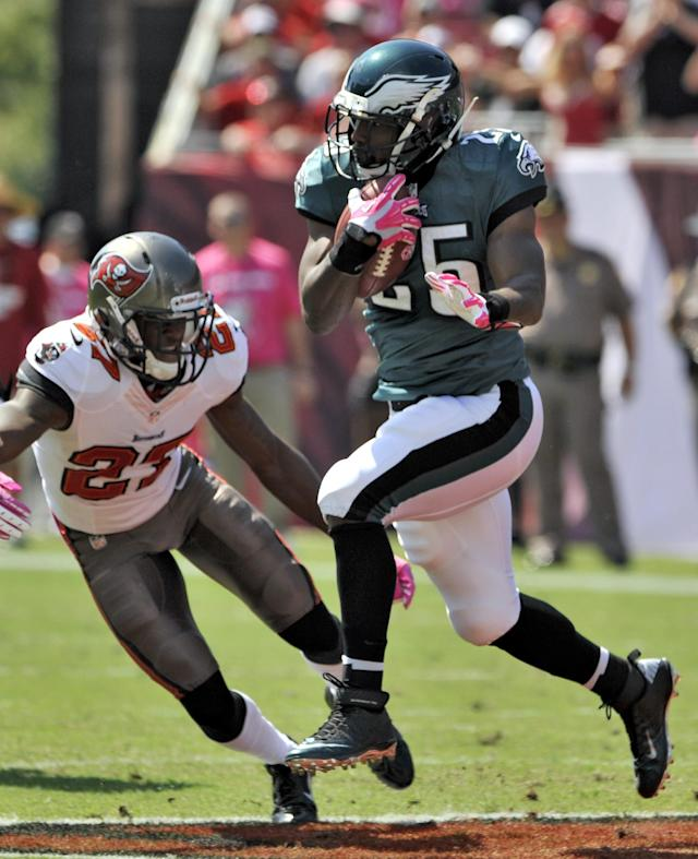 Philadelphia Eagles running back LeSean McCoy (25) runs past Tampa Bay Buccaneers cornerback Johnthan Banks (27) during the first quarter of an NFL football game Sunday, Oct. 13, 2013, in Tampa, Fla. (AP Photo/Steve Nesius)