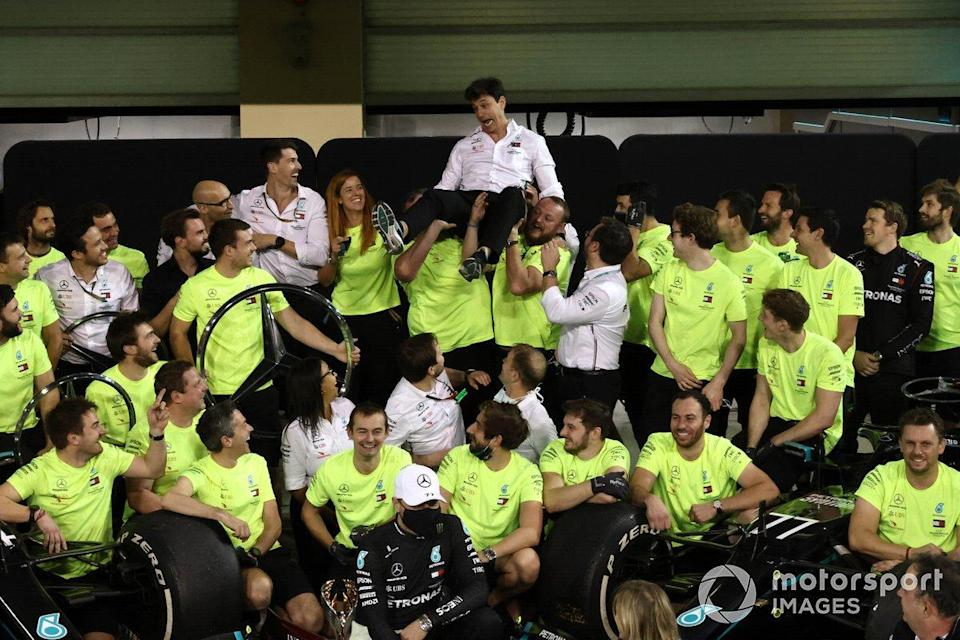 """Toto Wolff, Executive Director (Business), Mercedes AMG, and the Mercedes team celebrate another succesful World Championship campaign<span class=""""copyright"""">Steve Etherington / Motorsport Images</span>"""