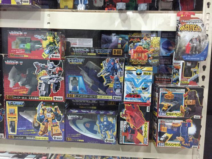 Cybertrons (the Japanese name for Autobots) and Destrons (the Japanese name for Decepticons) at Robo Robo.