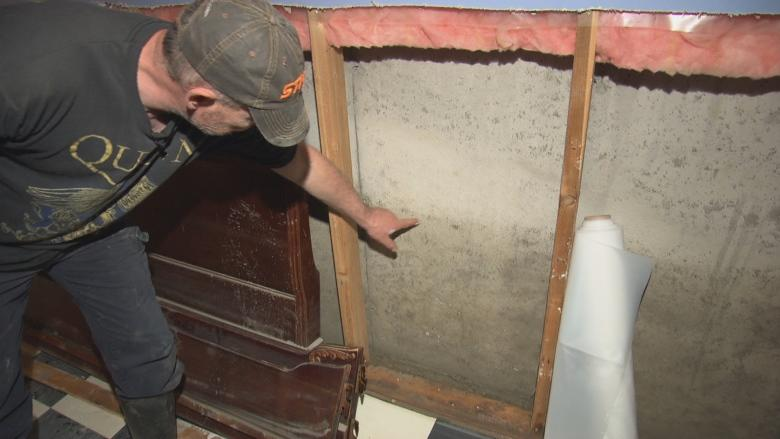Flood victims race to defeat a new threat: mould