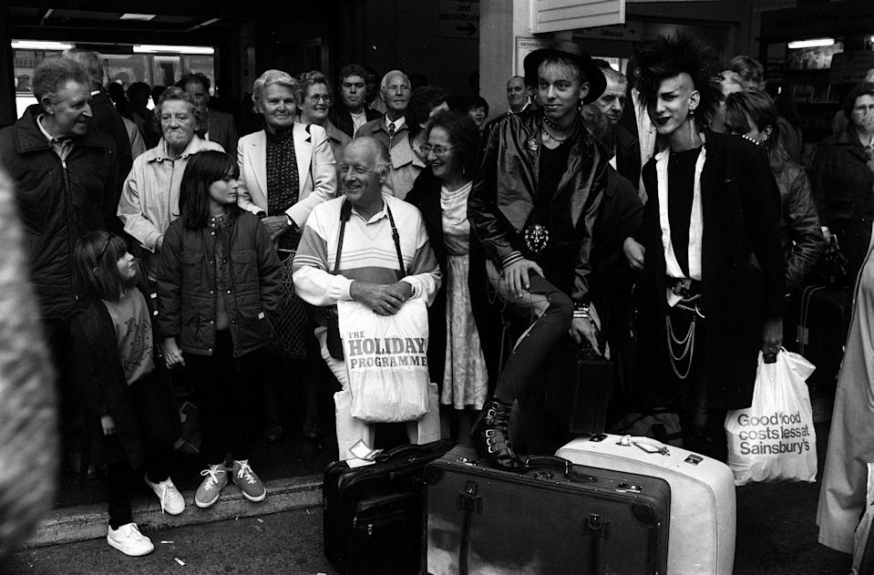 PA NEWS PHOTO 30/8/86 A LIBRARY FILE PICTURE OF FRANK BOUGH IN VICTORIA COACH STATION IN LONDON BEFORE SETTING OFF FOR A 26-HOUR COACH TRIP TO THE COSTA BRAVA IN SPAIN (Photo by PA Images via Getty Images)