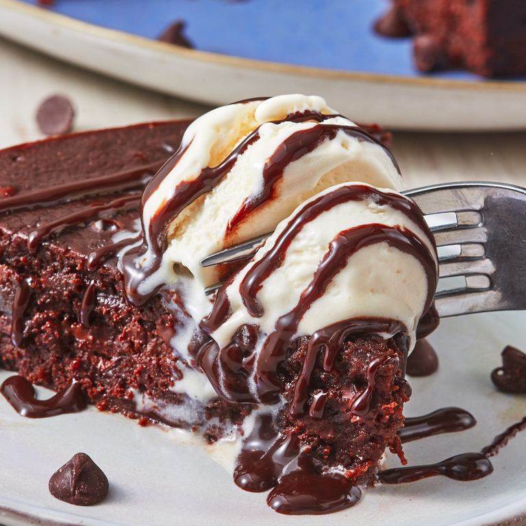 """<p>We're always searching for the best way to make the <a href=""""https://www.delish.com/uk/cooking/recipes/g30136955/chocolate-brownie-recipe/"""" rel=""""nofollow noopener"""" target=""""_blank"""" data-ylk=""""slk:fudgiest brownies"""" class=""""link rapid-noclick-resp"""">fudgiest brownies</a>, and we might have found it in the Instant Pot. This is a straightforward and easy recipe that won't heat up your kitchen during the summer. Win, win, win. </p><p>Get the <a href=""""https://www.delish.com/uk/cooking/a32942057/instant-pot-brownies-recipe/"""" rel=""""nofollow noopener"""" target=""""_blank"""" data-ylk=""""slk:Instant Pot Brownies"""" class=""""link rapid-noclick-resp"""">Instant Pot Brownies</a> recipe.</p>"""