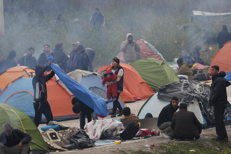 Migrant people after they spent third night at the border crossing in Maljevac, Bosnia, Friday, Oct. 26, 2018. About 150 people have gathered at the border between Bosnia and Croatia, hoping for the European border to open for people fleeing war and poverty. (AP Photo/Amel Emric)