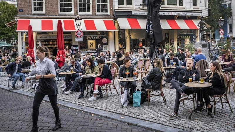 Dutch PM closes pubs, restaurants and cafes as coronavirus cases rise