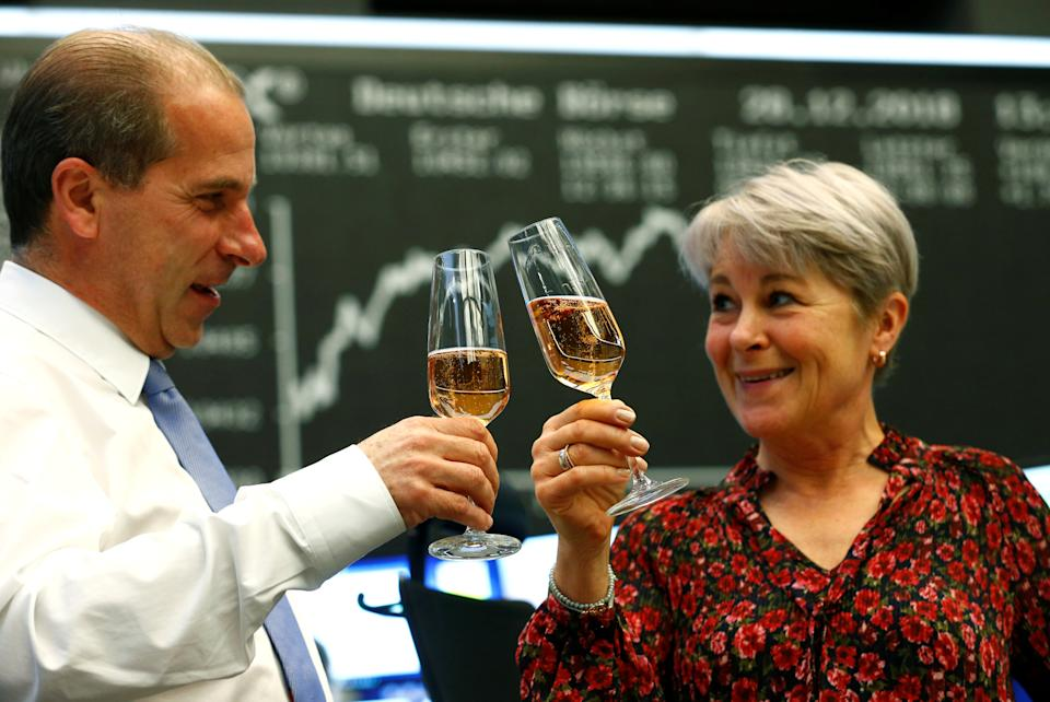 Traders raise their glasses during the last trading day at the stock exchange in Frankfurt, Germany December 28, 2018. REUTERS/Ralph Orlowski