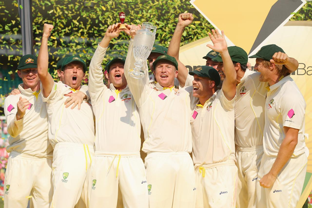 SYDNEY, AUSTRALIA - JANUARY 05:  The Australian team celebrate with the trophy after winning the test and the series 5 - 0 during day three of the Fifth Ashes Test match between Australia and England at Sydney Cricket Ground on January 5, 2014 in Sydney, Australia.  (Photo by Mark Kolbe/Getty Images)