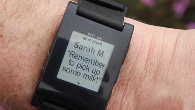 Pebble Smart Watch: Wrist Companion for iPhone and Android Hits Kickstarter Jackpot