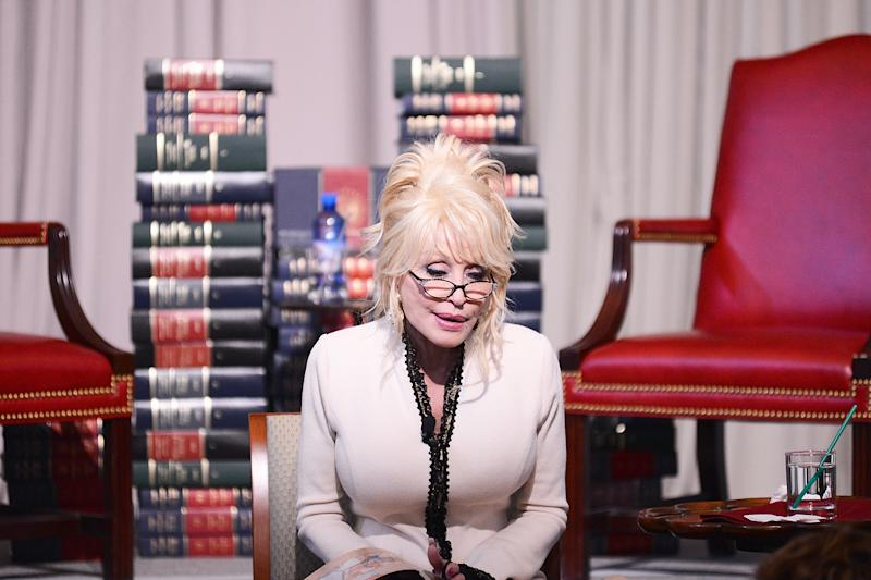 "Singer Dolly Parton reads her book, ""The Coat of Many Colors"" to schoolchildren at The Library of Congress on February 27, 2018 in Washington, DC. (Photo by Shannon Finney/Getty Images)"