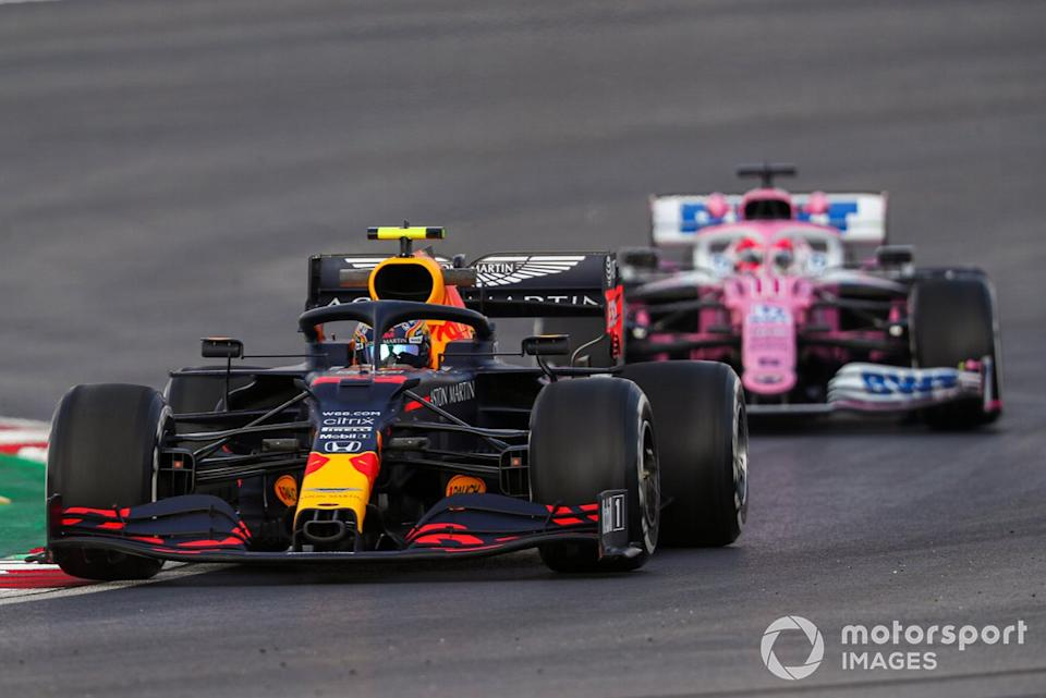 """Alex Albon, Red Bull Racing RB16, Sergio Pérez, Racing Point RP20<span class=""""copyright"""">Charles Coates / Motorsport Images</span>"""