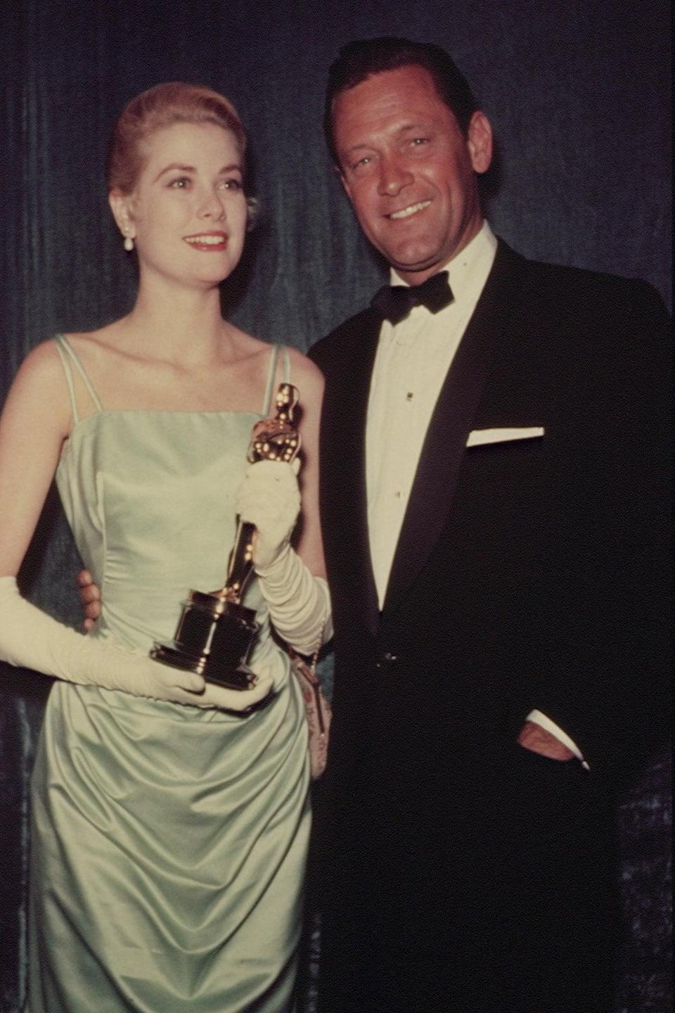 <p>Grace Kelly celebrated her award for best actress for the movie <strong>The Country Girl</strong> in a stunning cinched dress. </p>