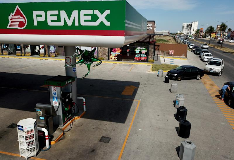 Motorists wait in line for hours to buy gasoline at a Pemex service station in Zapopan, Jalisco state on January 20, 2019. - Mexican President Andres Manuel Lopez Obrador said the shortages were triggered by his administration's decision to temporarily close some of state oil company Pemex's pipelines part of his bid to wipe out rampant fuel theft that cost the country an estimated $3 billion in 2017. An explosion and fire in central Mexico on the eve killed at least 66 people after hundreds converged on the site of an illegal fuel-line tap to gather gasoline amid the government crackdown on fuel theft, officials said. (Photo by Ulises Ruiz / AFP) (Photo credit should read ULISES RUIZ/AFP/Getty Images)
