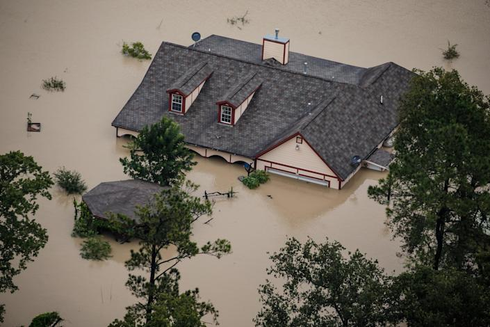 <p>A house sits completely submerged in flood water in the wake of Hurricane Harvey in Houston, Texas, on Aug. 29, 2017. (Photo: Marcus Yam / Los Angeles Times via Getty Images) </p>