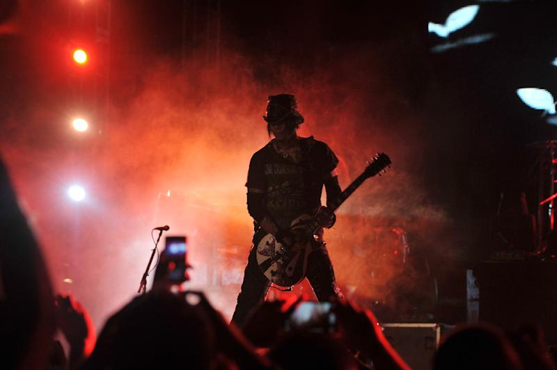 Concert-goers in Melbourne booed rock legends Guns N' Roses after being greeted by a hello 'Sydney'