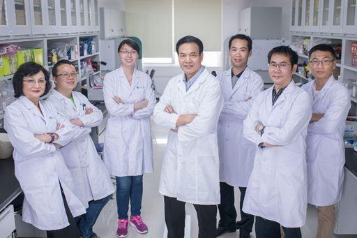 Xiao-jiang Li with his team members. (Credit: Jinan University)