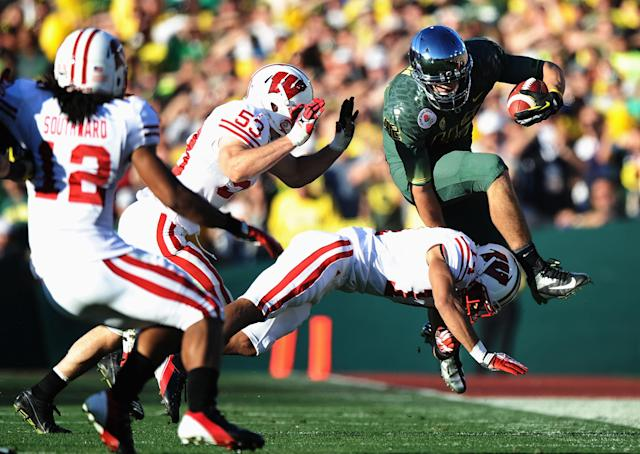 PASADENA, CA - JANUARY 02: Tight end David Paulson #42 of the Oregon Ducks leaps over a Wisconsin Badgers defender in the second quarter for a 10-yard gain at the 98th Rose Bowl Game on January 2, 2012 in Pasadena, California. (Photo by Harry How/Getty Images)