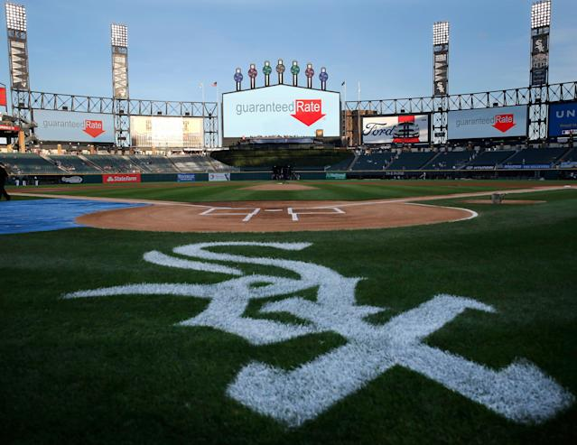A Chicago White Sox employee would probably like to have a do-over. (AP)