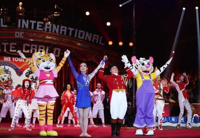 Kiko and Kika, Chimelong Group's two mascots, gave the first performance at the venue of the Monte-Carlo International Circus Festival and interacted with Monaco denizens, adding a new twist to the traditional local carnival.
