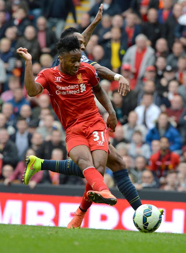Liverpool midfielder Raheem Sterling (L) breaks free from Southampton defender Nathaniel Clyne to score the opening goal at Anfield stadium in Liverpool on August 17, 2014 (AFP Photo/Paul Ellis)