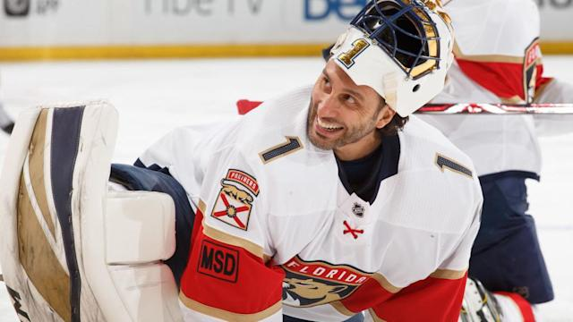 "<a class=""link rapid-noclick-resp"" href=""/nhl/players/1793/"" data-ylk=""slk:Roberto Luongo"">Roberto Luongo</a> was back to his golden best on Twitter after <a class=""link rapid-noclick-resp"" href=""/nhl/players/5421/"" data-ylk=""slk:William Karlsson"">William Karlsson</a>'s unbelievable goal. (Photo by Andre Ringuette/NHLI via Getty Images)"