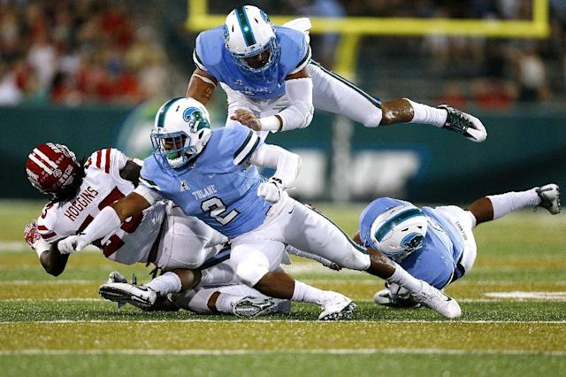 Darius Hoggins of the Louisiana-Lafayette Ragin Cajuns is tackled by Nico Marley (#2) of the Tulane Green Wave and Peter Woullard, top, during the first half of a game at Yulman Stadium on September 24, 2016 in New Orleans, Louisiana (AFP Photo/Jonathan Bachman)
