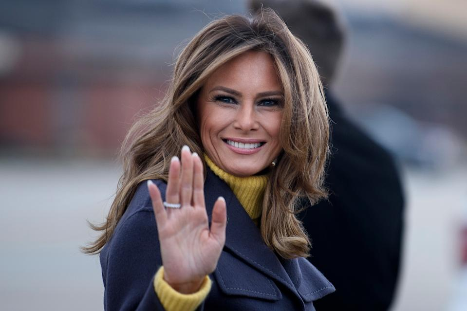 "US First Lady Melania Trump boards a plane at Andrews Air Force Base for a three state overnight trip March 4, 2019 in Maryland. - The First Lady travels to Oklahoma, Washington, and Nevada as part of her ""Be Best"" tour."
