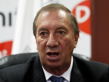 Argentina's 1986 World Cup winning coach Carlos Bilardo in serious condition after brain surgery